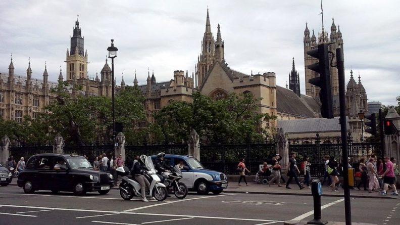 Общество: Великобритания запретит продавать машины на бензине и дизеле с 2030 года
