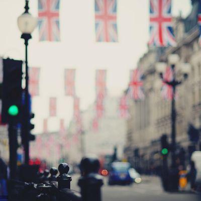 Общество: Великобритания запретит продажу автомобилей с двигателями внутреннего сгорания к 30-му году