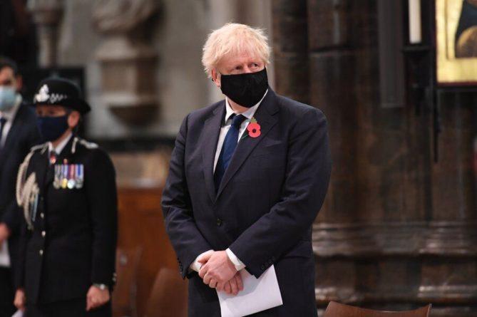 Общество: Борис Джонсон ушел на самоизоляцию из-за контакта с носителем COVID-19