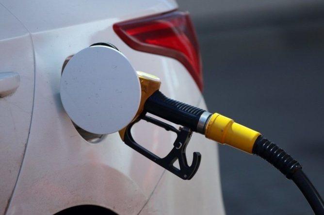 Общество: Британия решила запретить авто на бензине и дизеле с 2030 года