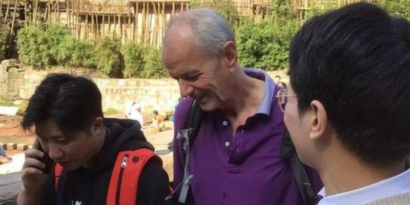 Общество: Консул Британии Стивен Эллисон вытащил тонущую девушку из реки в Китае - видео - ТЕЛЕГРАФ