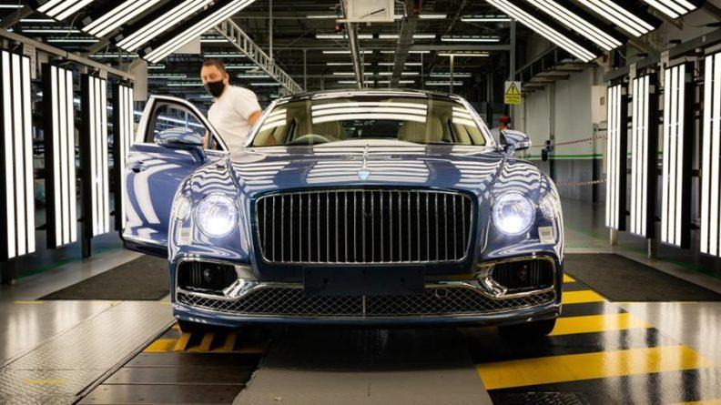Общество: В Британии началось производство новой версии Bentley Flying Spur