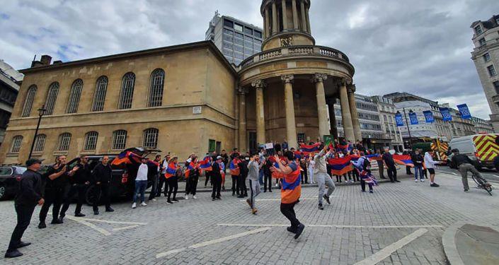Общество: В армянской церкви в Лондоне пройдет благотворительный концерт Shine a light for Artsakh