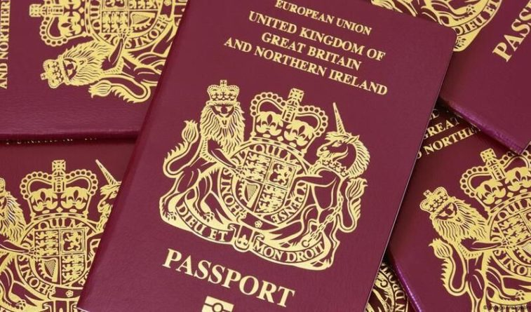 Общество: В Великобритании предложили ввести особые паспорта для вакцинированных
