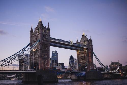 Общество: В Великобритании могут сократить с 14 до 5 дней продолжительность карантина для туристов