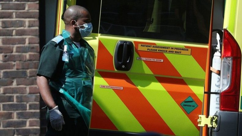 Общество: В Британии за сутки вывили более 11 тысяч случаев коронавируса