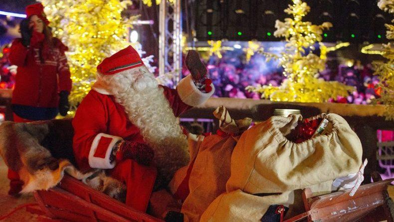 Общество: В Англии посоветовали не обнимать пожилых родственников на Рождество