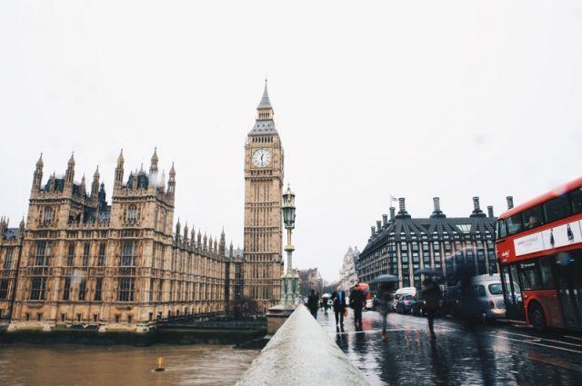 Общество: Жителям Лондона запретят выпивать в пабах без сытной закуски
