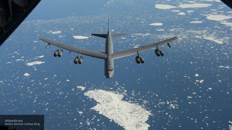 Общество: Бомбардировщик США загорелся в полете над Великобританией