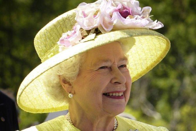 Общество: СМИ: Королева Великобритании собралась сделать прививку от COVID-19