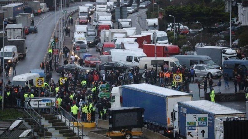 Общество: Франция сжалилась над Великобританией и открыла тоннель под Ла-Маншем