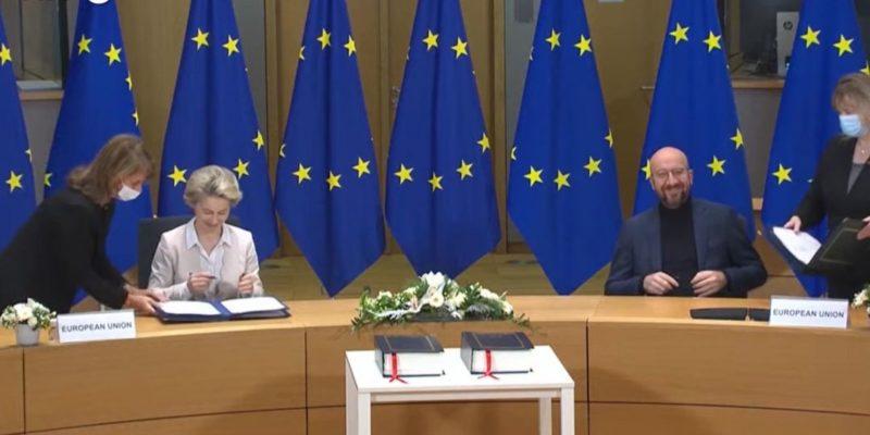 Общество: ЕС подписал сделку по Brexit