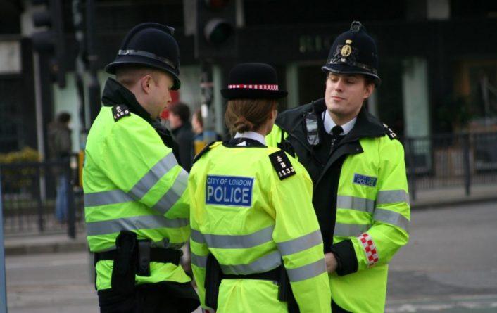 """Общество: В Лондоне за руль """"скорых"""" сели полицейские и пожарные из-за COVID"""