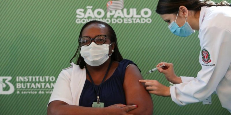 Общество: Из Китая и Британии. Бразилия разрешила использование двух вакцин от коронавируса