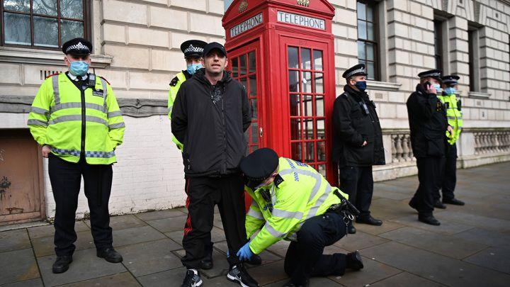 Общество: В Британии вводят штрафы за участие в домашних вечеринках