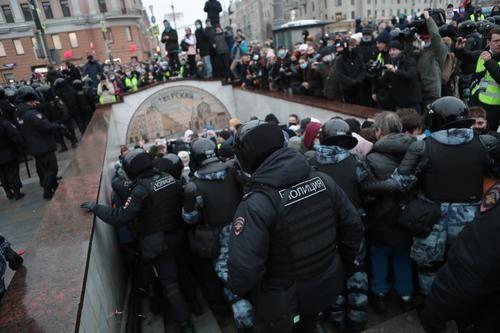 Общество: Глава МИД Британии прокомментировал протестные акции в России