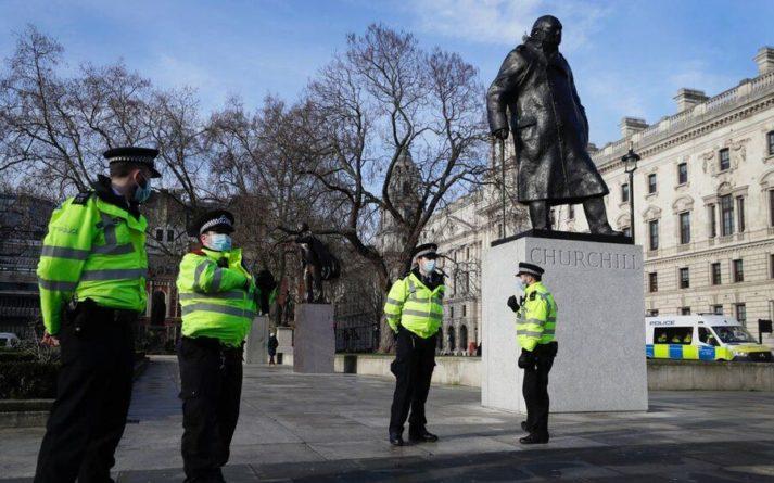 Общество: В Минздраве Великобритании рассказали, когда в стране отменят ограничения из-за COVID-19