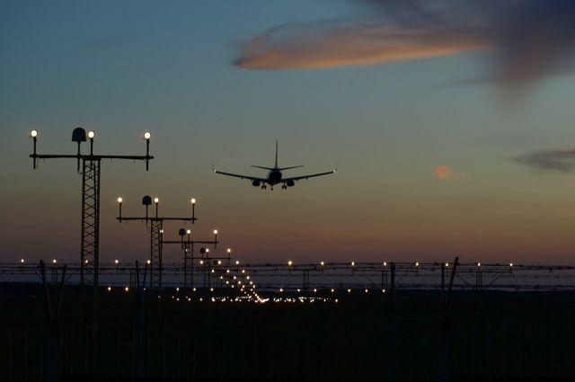 Общество: Иран решил пока не возобновлять авиасообщение с Великобританией