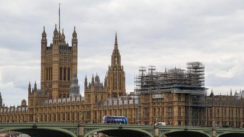 Общество: В здании Вестминстерского дворца в Лондоне произошло задымление