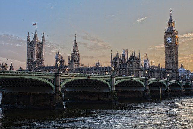 Общество: Над Вестминстерским дворцом в Лондоне заметили клубы дыма