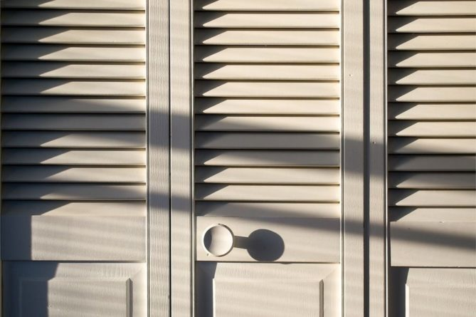Общество: Британец прятал привезенную в багажнике любовницу в шкафу на военной базе