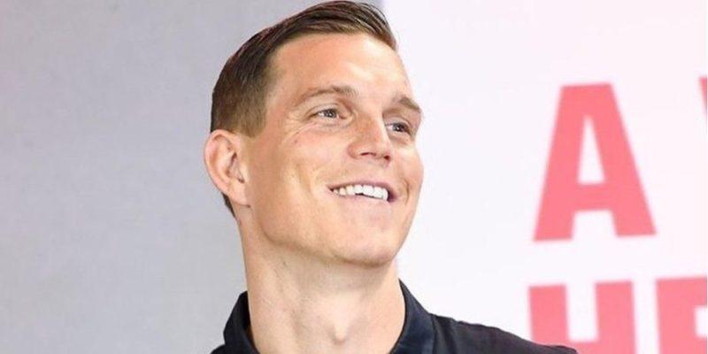 Общество: «Цел и невредим». Экс-футболист Ливерпуля отреагировал на сообщения о своем задержании на акции в поддержку Навального