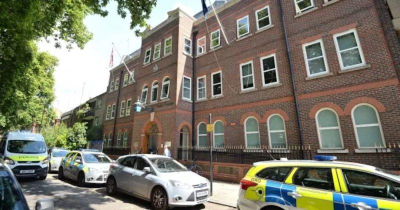 Общество: Более 30 полицейских оштрафованы в Лондоне за стрижки во время карантина