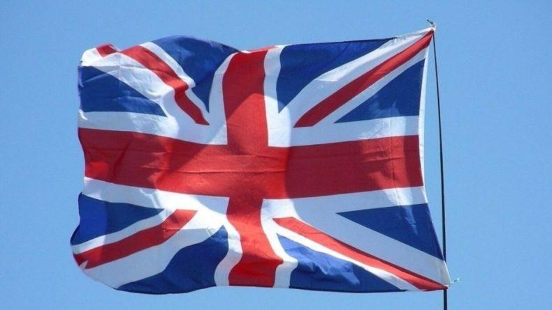 Общество: Великобритания может остаться без экспортных вакцин от COVID-19