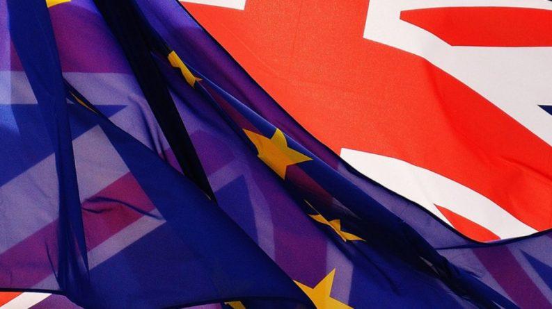 Общество: ЕС пригрозил заморозить экспорт вакцин от коронавируса в Великобританию