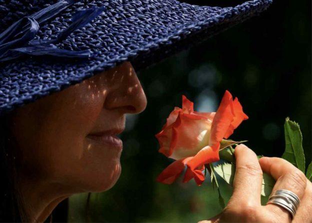 Общество: Переболевшая COVID-19 британка пожаловалась на отвратительные запахи от всего