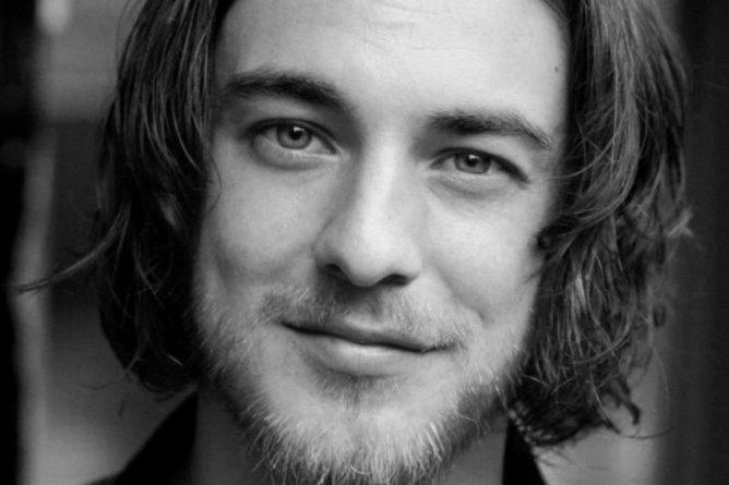 Общество: В Британии повесился 26-летний актер из-за стресса на фоне карантина