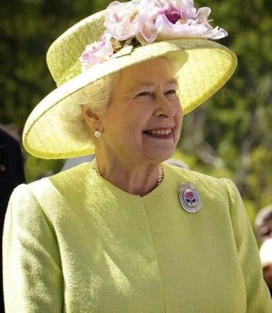 Общество: Королева Великобритании хочет нанять на работу Instagram-менеджера
