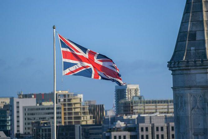 Общество: Макрон набросился с обвинениями на Британию после её выхода из ЕС