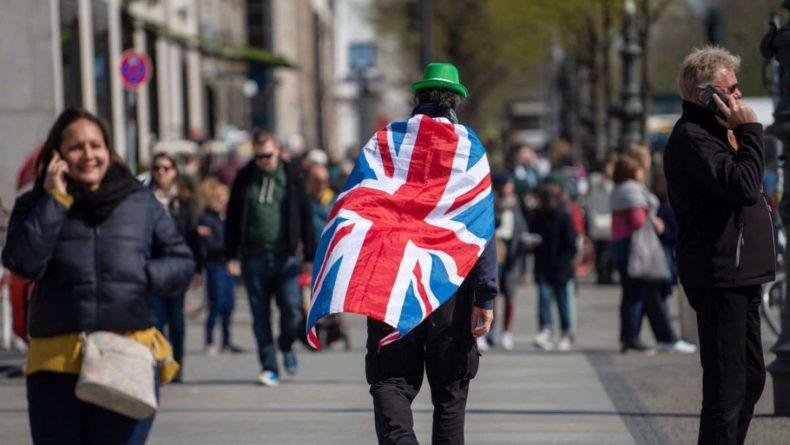 Общество: Жизнь в РФ намного лучше жизни в ЕС: британцы высказались о незаконных митингах в России