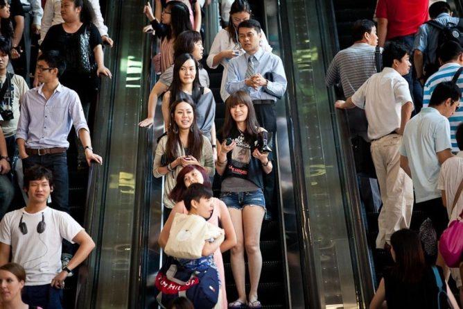 Общество: В Великобритании ожидают 300 тысяч мигрантов из Гонконга