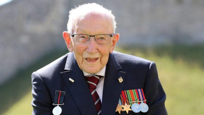 Общество: В Британии от COVID-19 умер столетний ветеран Томас Мур, собиравший деньги для медиков