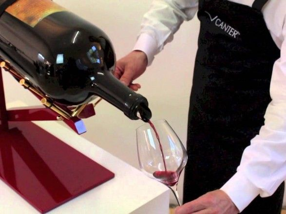 Общество: В Британии продали 18-литровую бутылку самого дорогого в мире вина