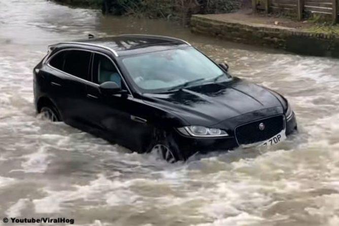 Общество: Англичанин «убил» Jaguar F-Pace в глубокой луже (видео)