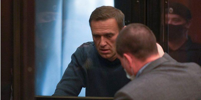 Общество: Это касается и мирных протестующих. США и Великобритания потребовали освободить Навального