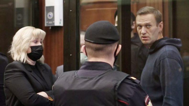 Общество: Германия, Великобритания и США призвали освободить Навального