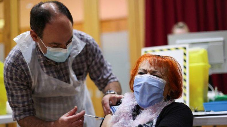 Общество: В Британии первую дозу вакцины от коронавируса получили 10 млн человек