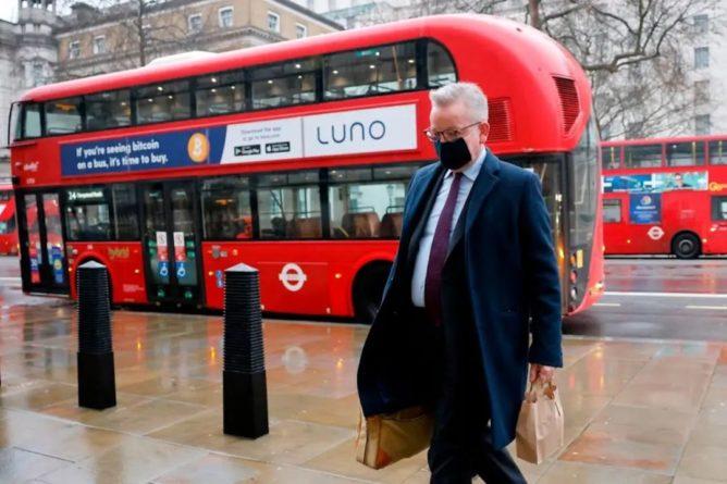 Общество: Лондон просит Брюссель продлить льготный период торговли с Северной Ирландией