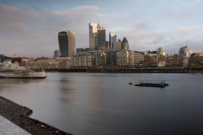 """Общество: В Великобритании откроют """"карантинные гостиницы"""": что это и когда начнет работать"""