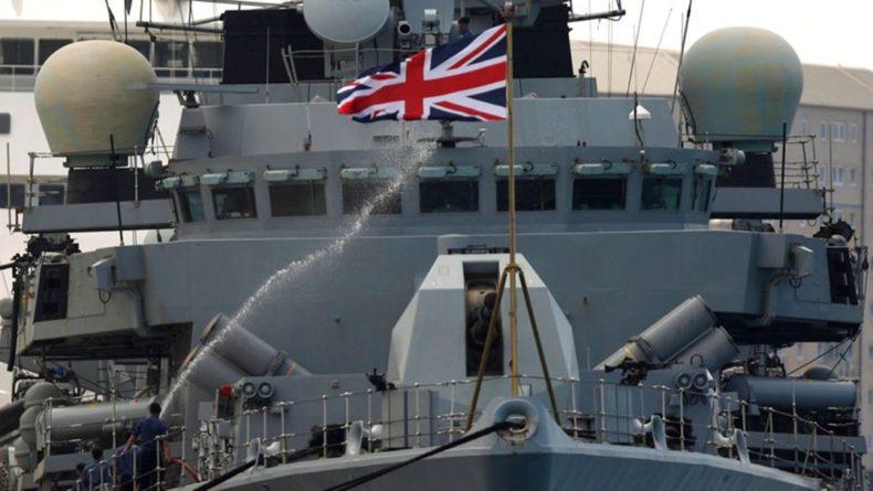 Общество: В Великобритании лейтенант ВМФ снимала порно на военной базе: фото 18+