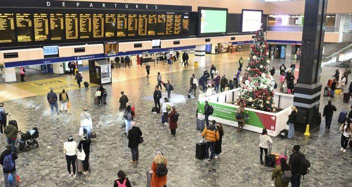 Общество: Британия ужесточила правила для прибывающих из других стран