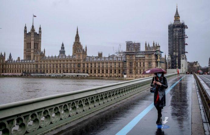 Общество: Власти Великобритании ужесточают правила въезда на территорию Королевства