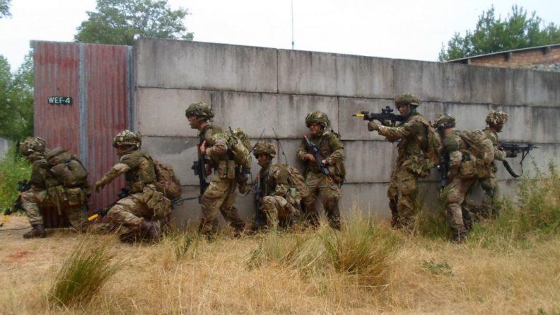 Общество: Армия Великобритании столкнулась с острой нехваткой кадров