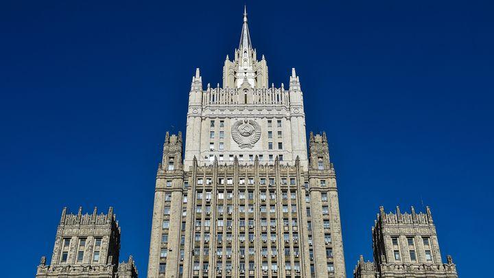 Общество: МИД объяснил отъезд российских дипломатов из Великобритании