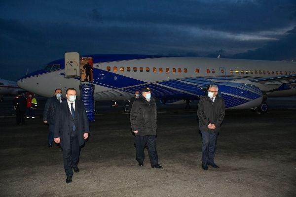 Общество: Президент Армении продолжает лечение в Ереване по возвращении из Лондона
