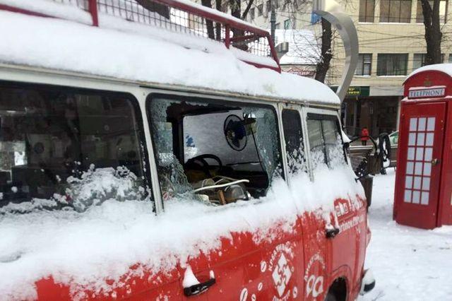 Общество: В Виннице задержали воров, разбивших кофейный бус на площади Ливерпуль